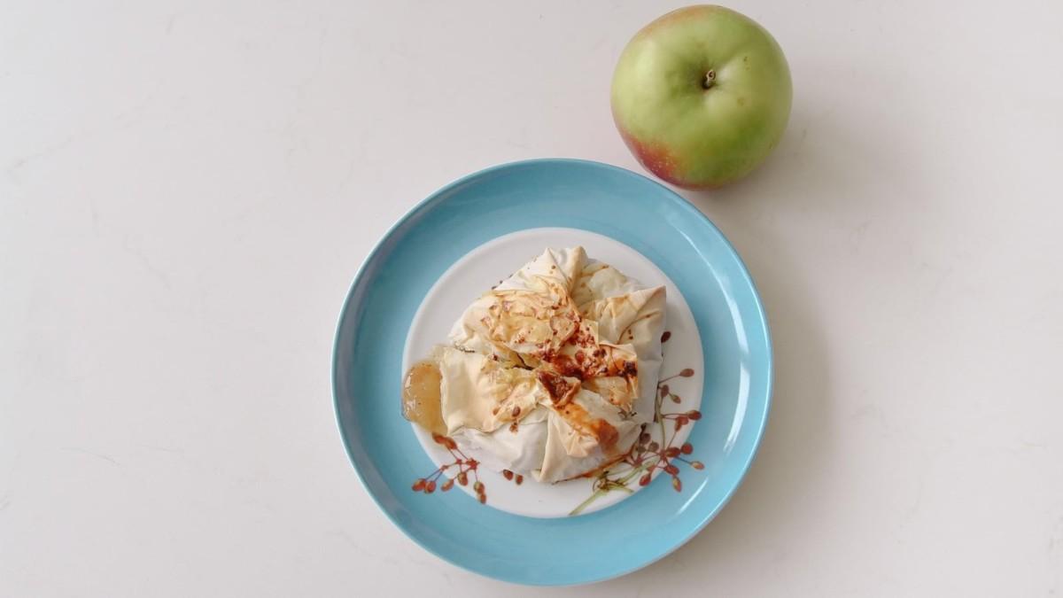 Anne almatölteléke tányéron
