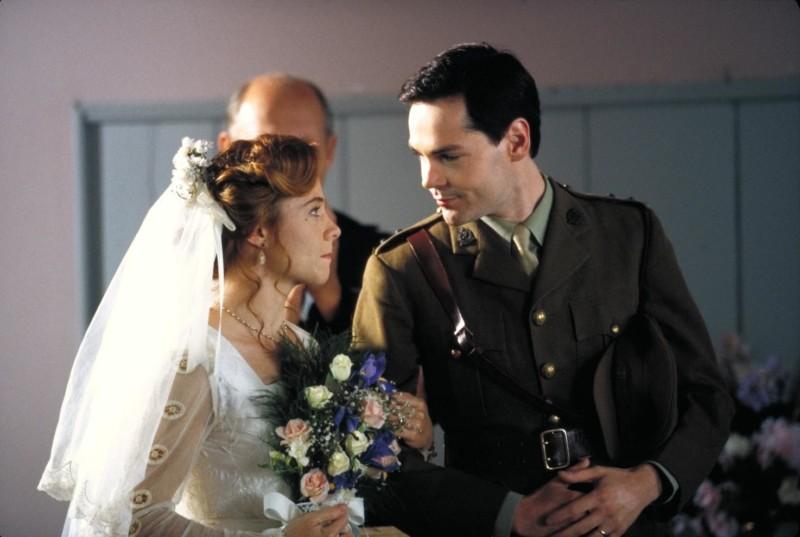 Anne és Gilbert esküvője, egymásra néznek a szertartás után