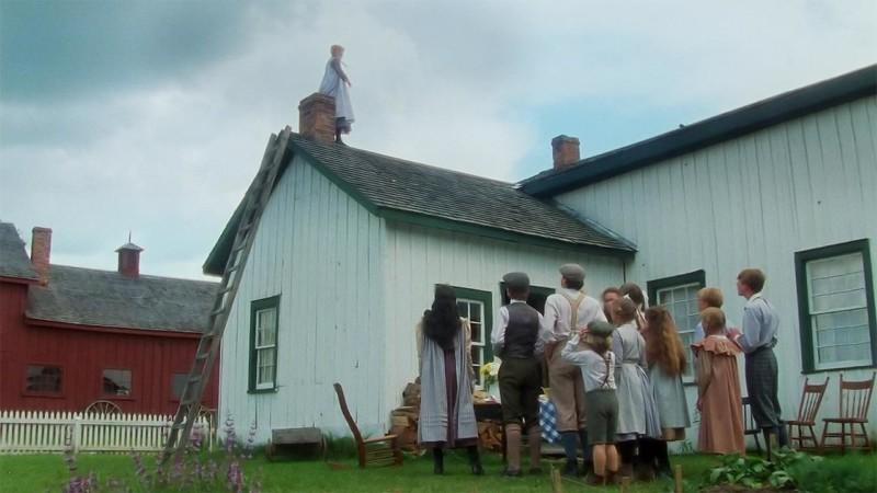 Jelenet: Anne Moody konyhájának tetején sétál