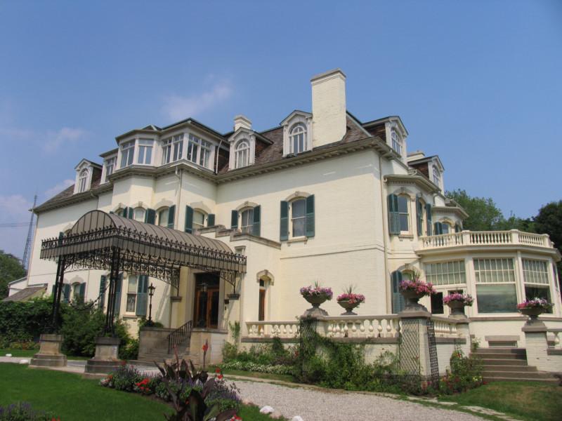 A Spadina House a híres kocsibeállóval