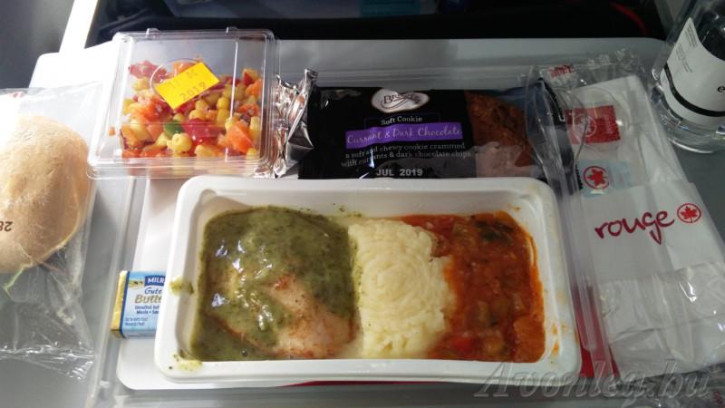 Ebéd menü: pestós csirkemell krumplipürével és zöldségszósszal