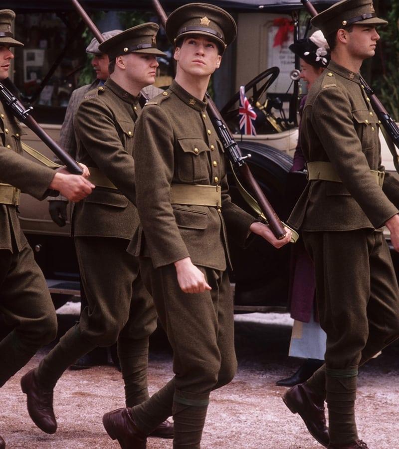 Felix katonaként masírozik a karácsonyi VU-epizódban