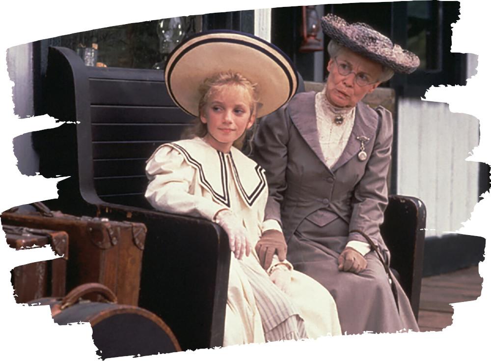 Sara és a dadus az állomáson