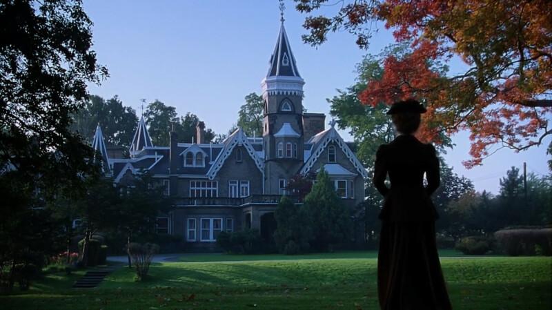 Jelenet az Anneből: Anne meglátogatja Maplehurstben Mrs. Harrist