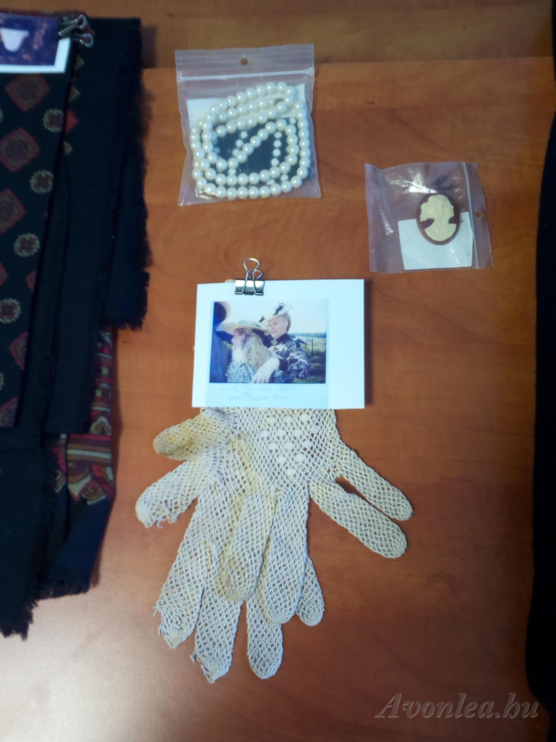 Rachel Lynde kesztyűje — eredeti kellék