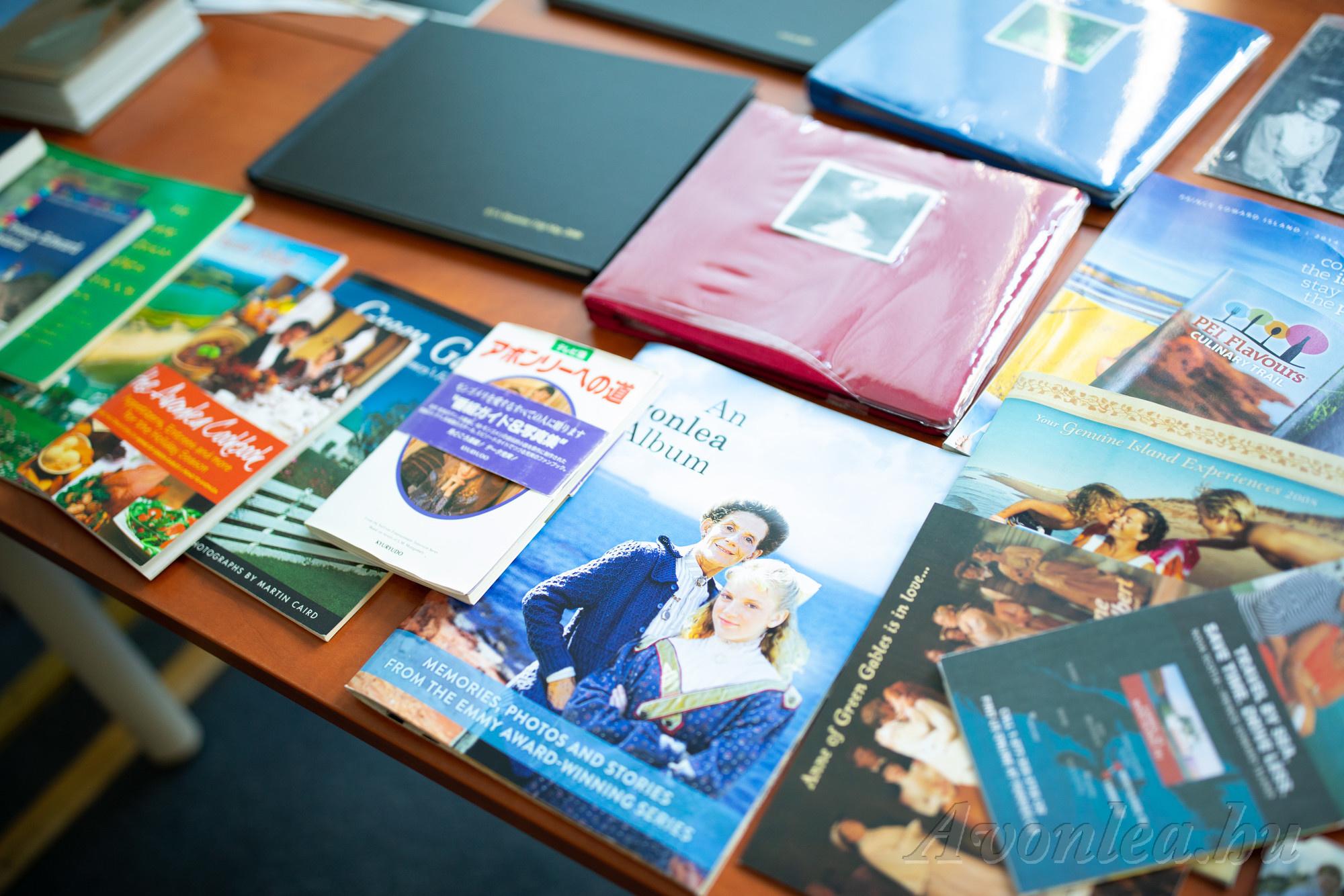 A Váratlan utazáshoz, a Prince Edward-szigethez kapcsolódó könyvek, kiadványok