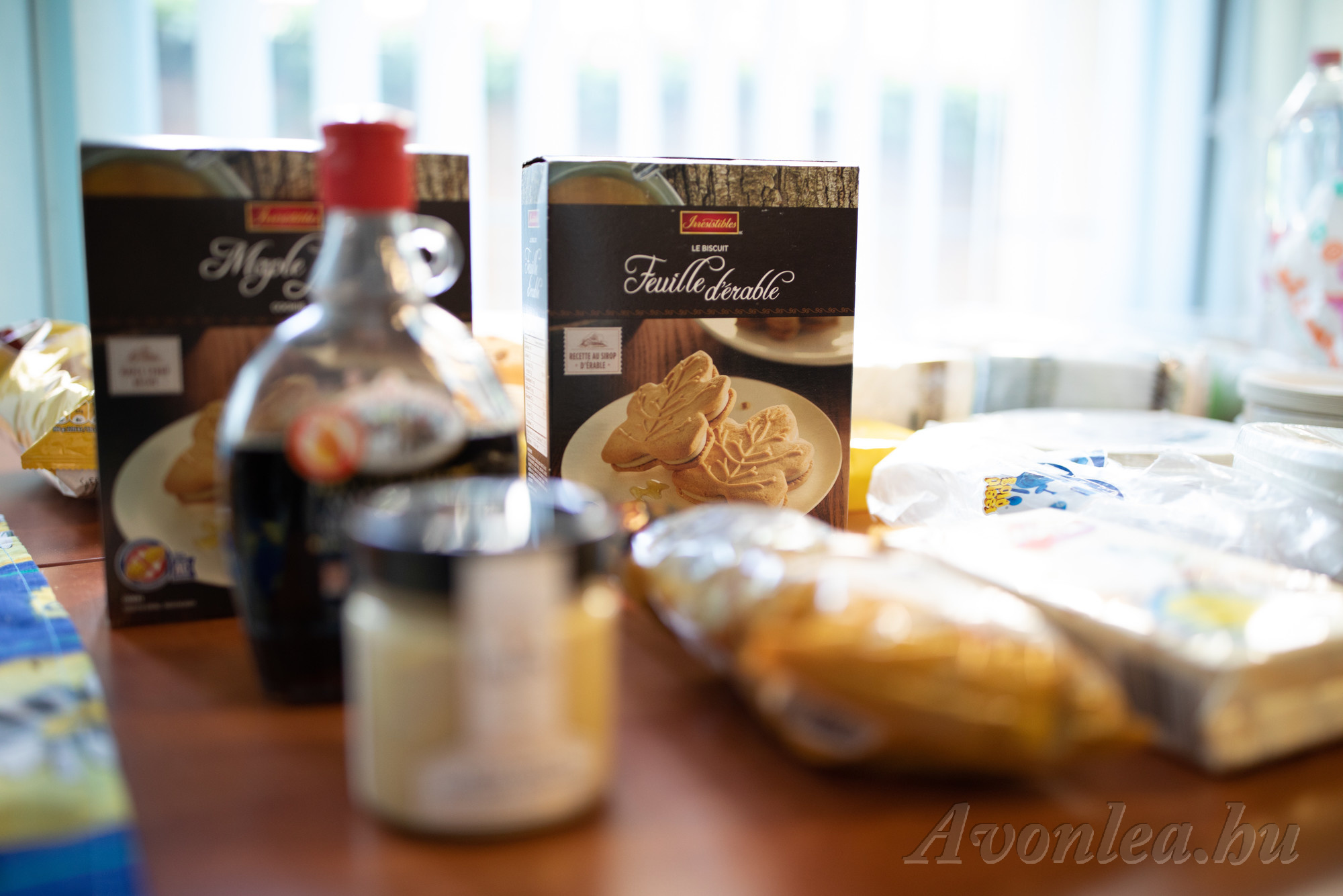 Juharszirup, illetve juharszirupos termékek: juharvaj, keksz és popcorn